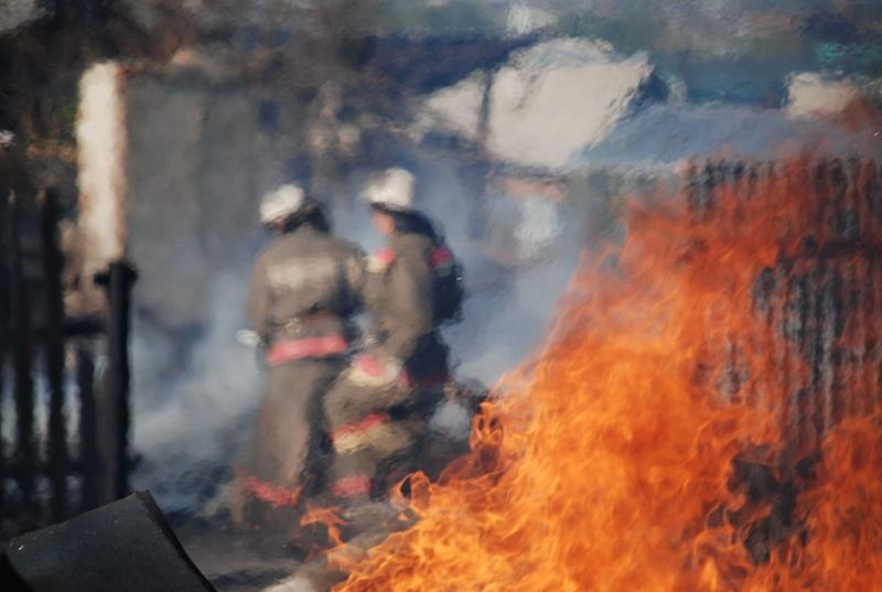 Добровольцы первыми вступили в борьбу с пожаром