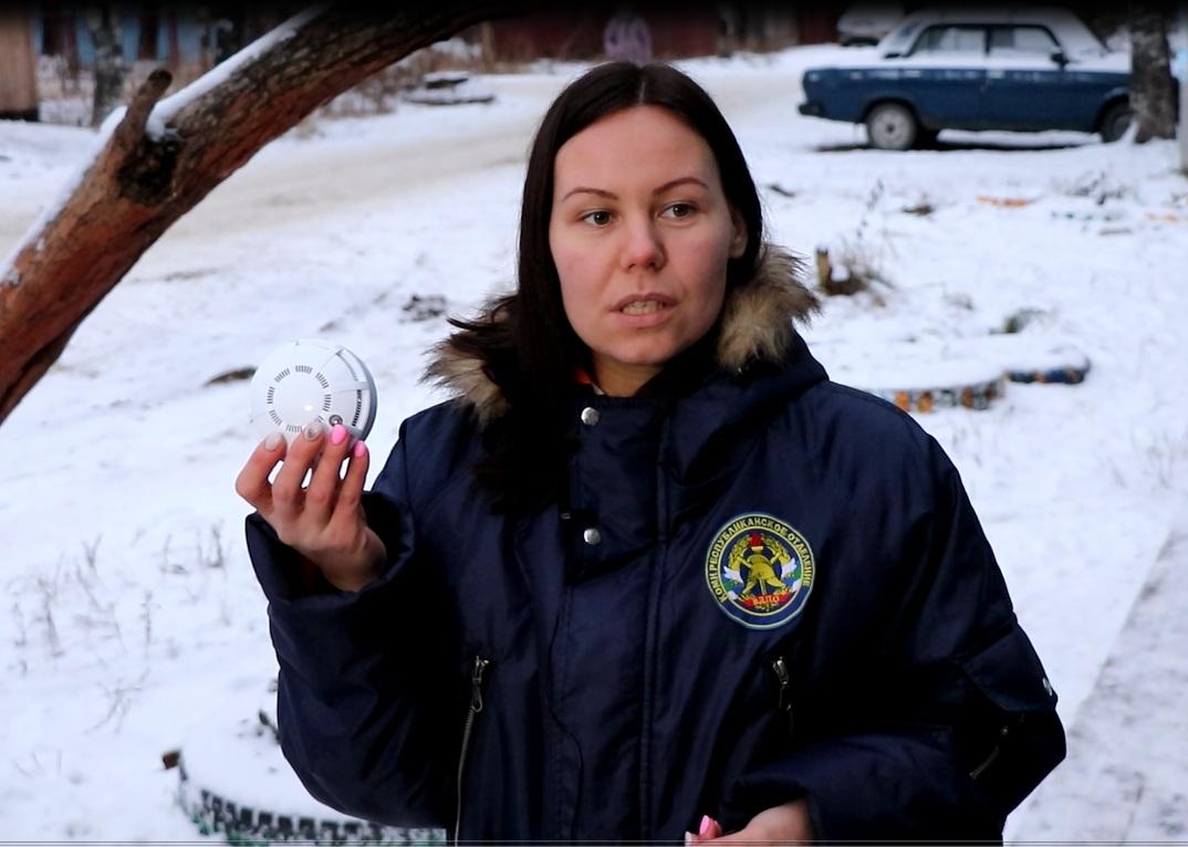 Многодетным семьям Сыктывкара подарили автономные пожарные извещатели
